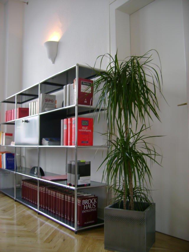 Regal im Büro, Parkettboden
