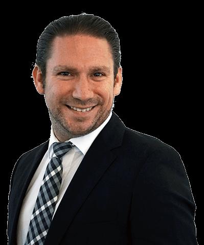 Bild von Portrait Rechtsanwalt Clemens Louis in Essen im Anzug mit Krawatte