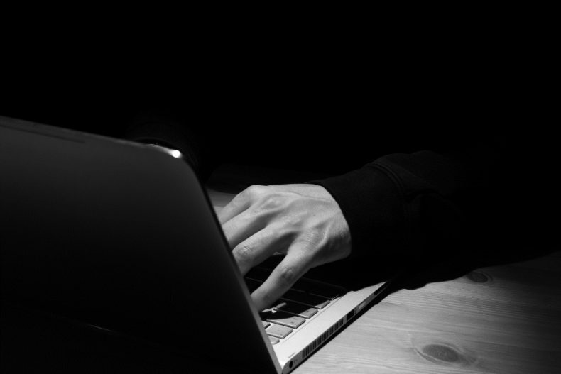 Bewährungsstrafe für über hunderttausend kinderpornographische Bilder und Videos